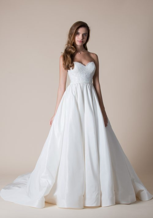 Full skirted wedding dress made in ivory tafetta